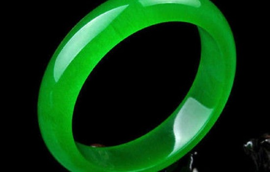 Beautiful Chinese Natural Green Jade Chinese Bangle